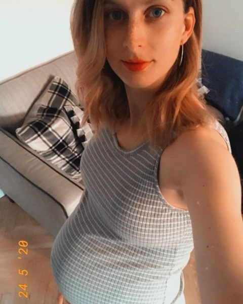 Бесплодная женщина на карантине забеременела тройней