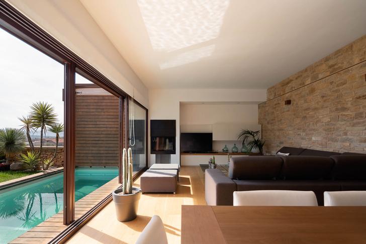 Фото №2 - Экологичный дом с солнечными батареями и камином в Таррагоне