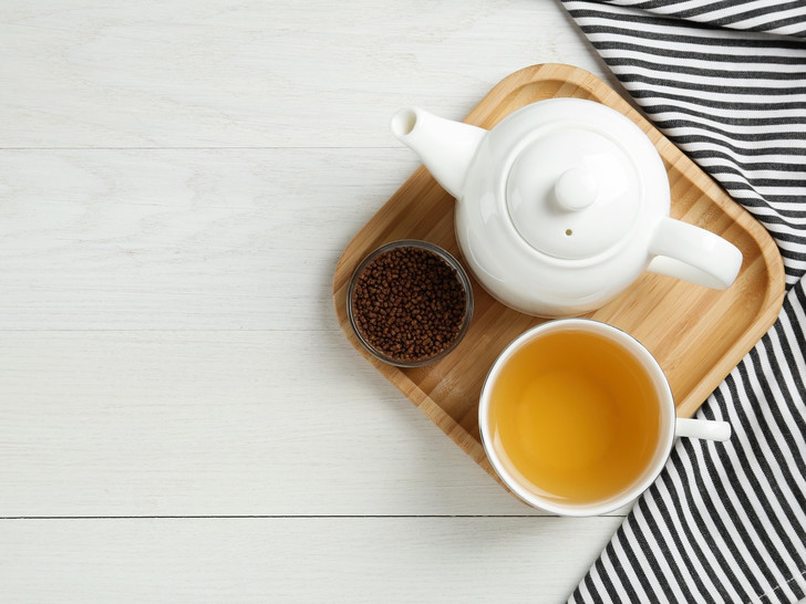 Фото №1 - Гречишный чай: полезные свойства напитка (и как его правильно заваривать)