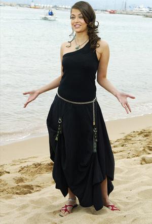 Фото №14 - Болливуд в Каннах: Айшвария Рай и все ее наряды за историю кинофестиваля
