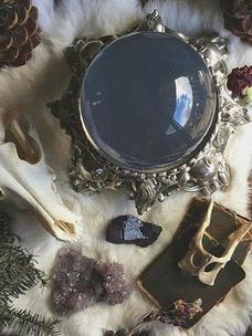 Фото №7 - Тест: Выбери ведьминскую атрибутику, и мы скажем, сколько в тебе процентов волшебства