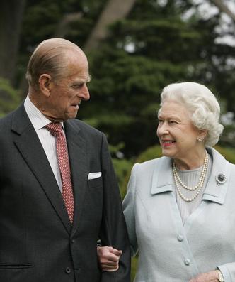 Фото №5 - «Привет» принцу Филиппу и «ответ» Сассекским: тайные смыслы нового выступления Королевы