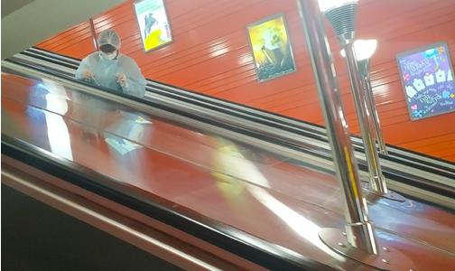 Фото №1 - Американские журналисты: Поездки в метро во время пандемии могут быть безопаснее, чем обед в кафе