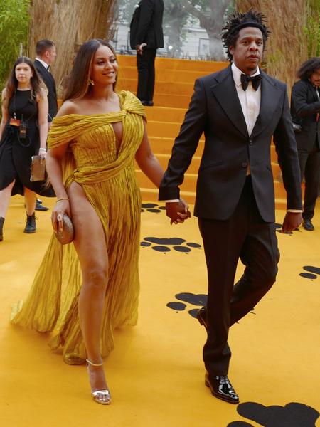 Фото №2 - Бейонсе сверкнула целлюлитом в золотом платье