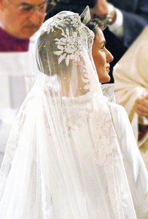 Фото №43 - 16 самых известных, красивых и дорогих свадебных платьев за всю историю