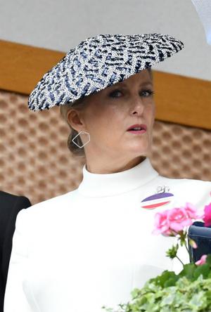 Фото №3 - В новом статусе: как стиль «любимой невестки Королевы» изменился за последний год