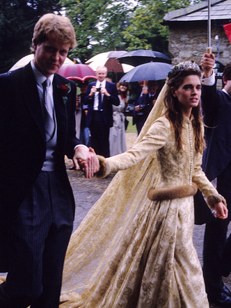 Фото №7 - Королевский размах: шесть свадебных платьев леди Китти Спенсер