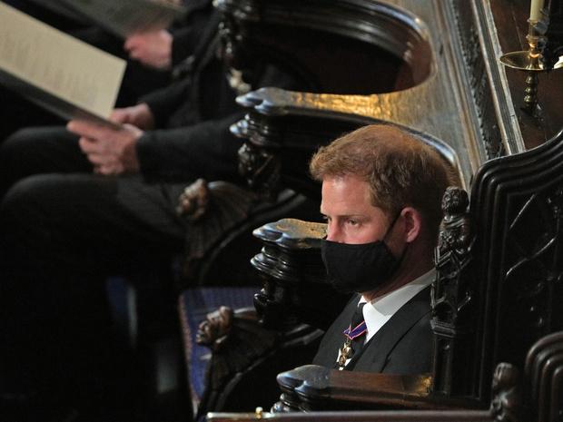 Фото №2 - Почему члены королевской семьи отказываются общаться наедине с принцем Гарри