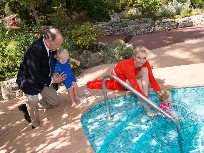 Фото №2 - Княгиня Шарлен вывела детей в свет