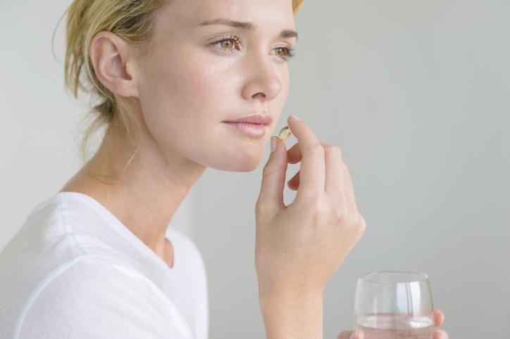 Фото №1 - Все за и против гормональных таблеток, или Почему мы их так боимся