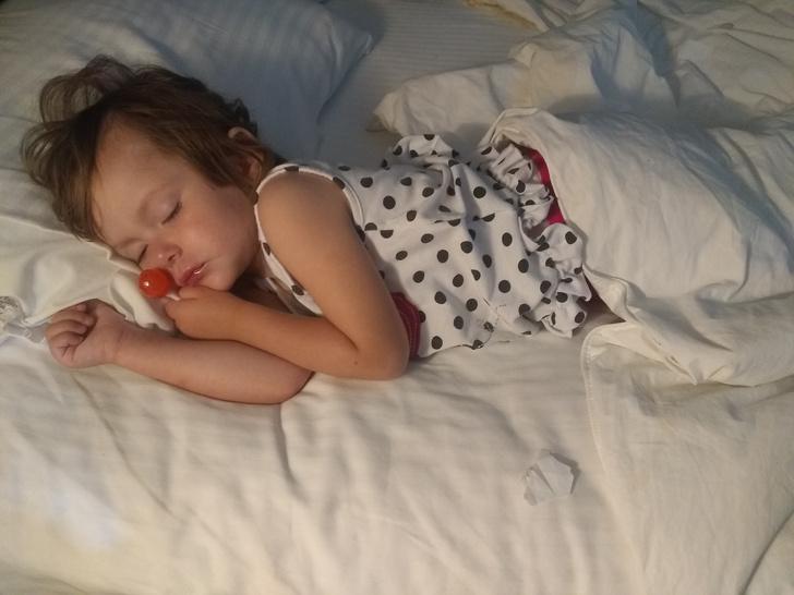 Фото №3 - Почему ребенок скрипит зубами во сне: 6 причин