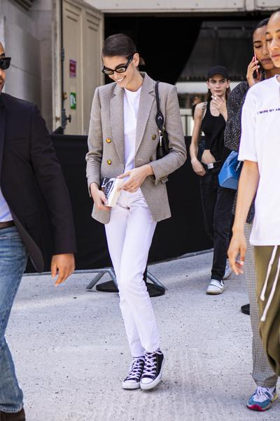Фото №2 - Какие бывают джинсы и как выбрать идеальную модель 👖