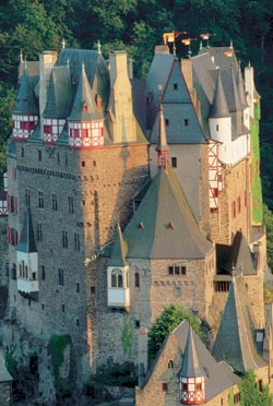 Эльтц близ Кобленца — один из немногих замков, сохранившихся в Германии после Тридцатилетней войны