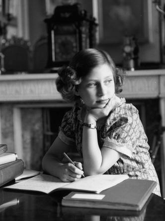 Фото №2 - Непростая юность: детские привычки Королевы, беспокоившие ее близких