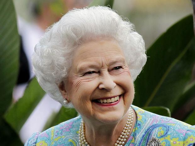 Фото №7 - 12 правил долгой и счастливой жизни от Елизаветы II