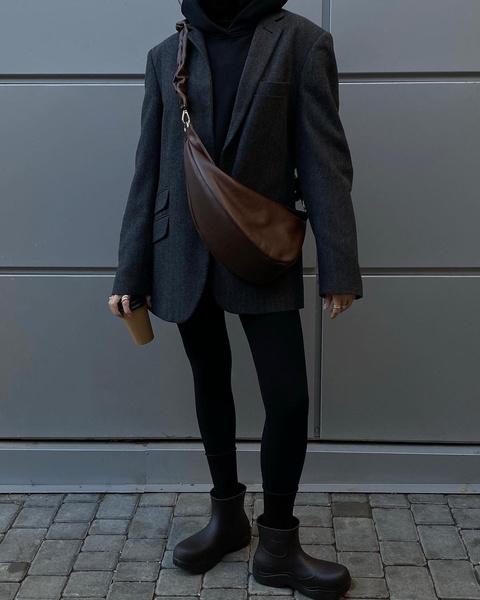 Фото №1 - Одна вещь— 7 образов: собираем луки с черным оверсайз-пиджаком