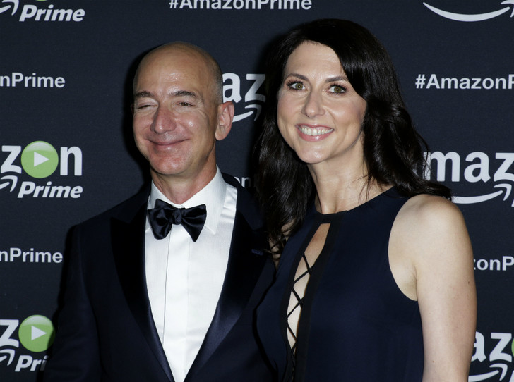 Фото №4 - Самый богатый человек мира впервые вышел в свет вместе с новой возлюбленной