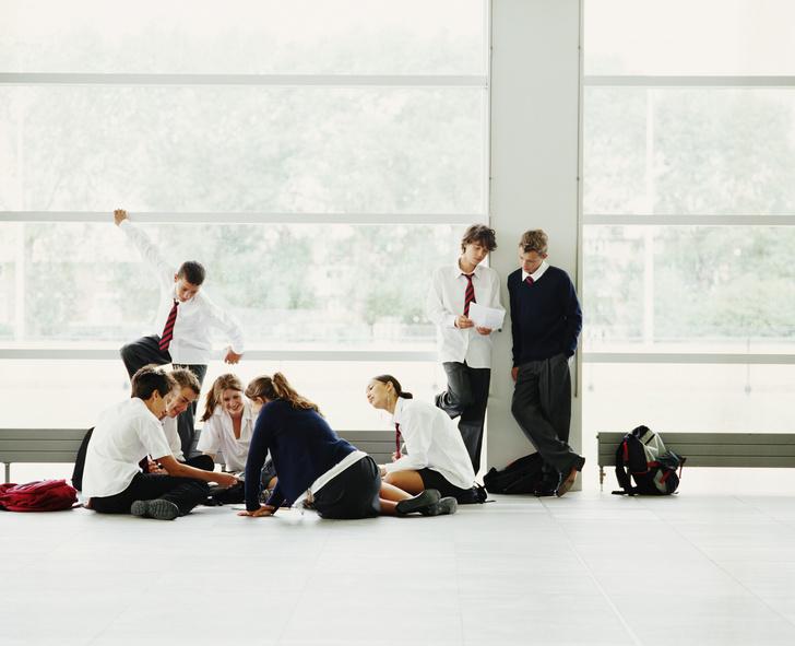 Фото №2 - Ты же леди: правила этикета, о которых нужно помнить в школе