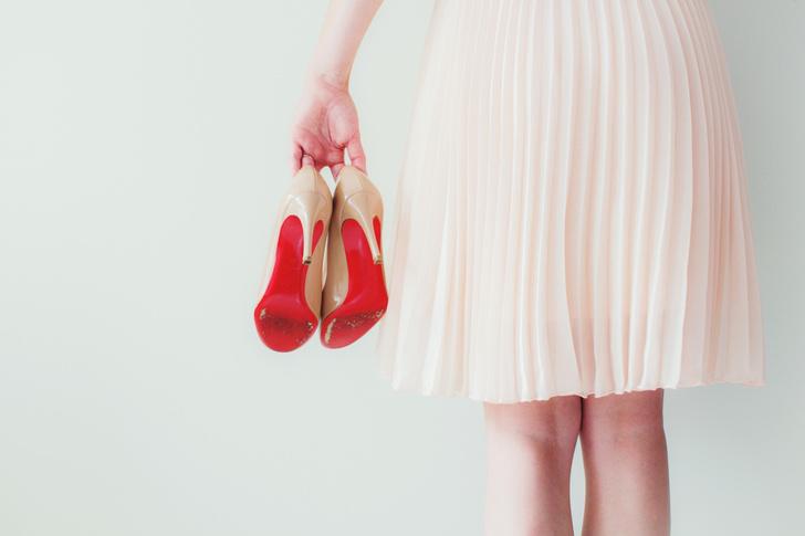 Фото №3 - Почему переболевшим COVID-19 нельзя носить каблуки?