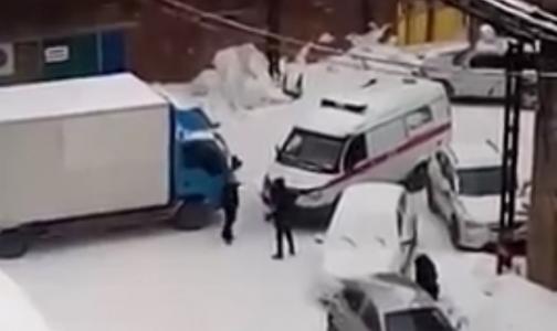Фото №1 - В Новосибирске наказали водителя ненастоящей «Скорой»