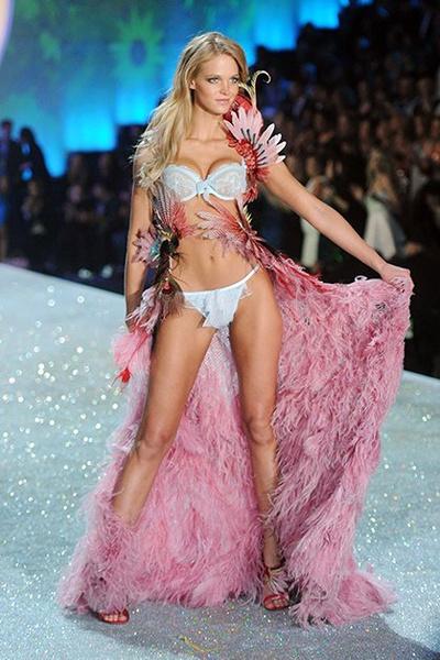 Фото №6 - Самые красивые «ангелы» Victoria's Secret