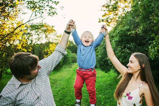 Как научить ребенка заботиться о других