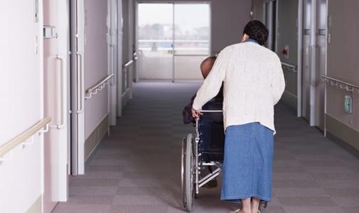 Фото №1 - Ухаживать за пациентами на дому будут сиделки из пяти петербургских организаций