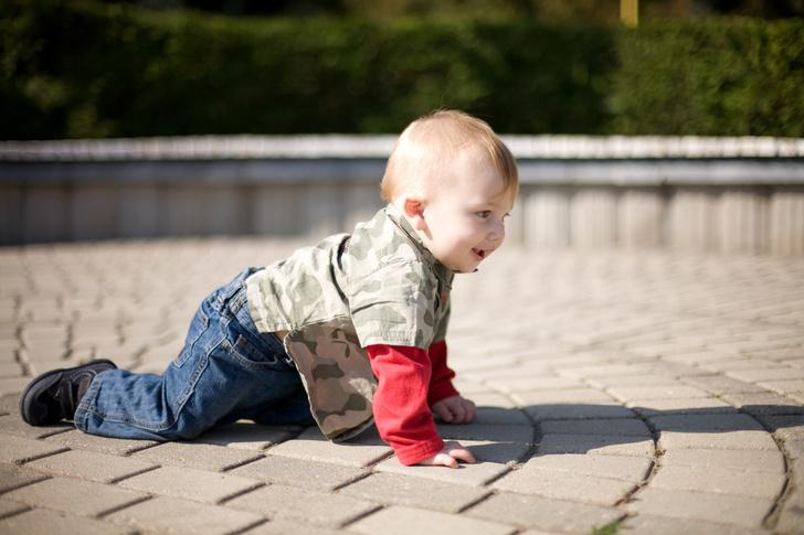 Фото №1 - Ребенок не сидит на месте ни минуты: что делать— отвечает психолог