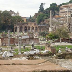 Фото №1 - Римский форум разнесли по камушкам