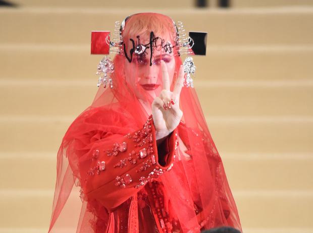 Фото №1 - MET Gala 2017: кто рискнул соблюсти дресс-код бала