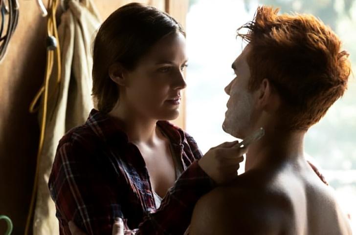Фото №1 - Еще один поцелуй Иуды: все, что мы узнали из новой серии «Ривердэйла»