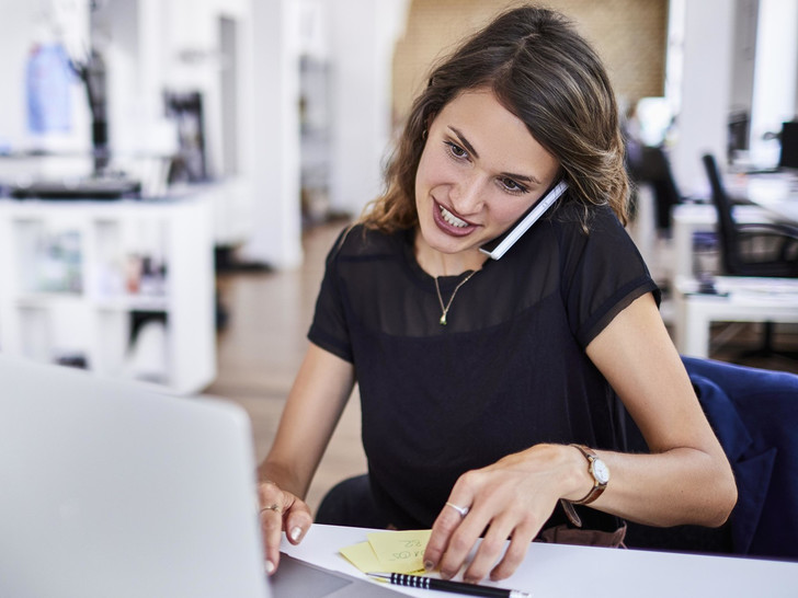 Фото №1 - 7 офисных привычек, которые каждый день вредят вашей спине