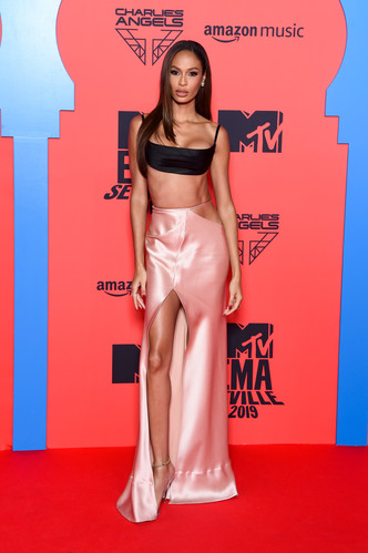 Фото №33 - Премия MTV EMA: лучшие звездные образы за всю историю