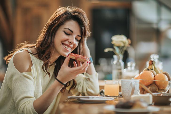 Фото №1 - Сыр, масло, варенье: что еще нельзя есть с хлебом