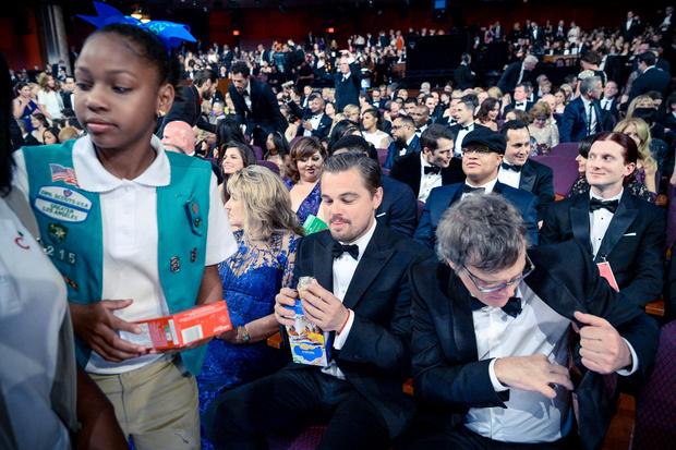 Леонардо Ди Каприо ест печеньку на «Оскаре-2016»