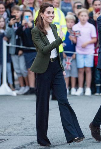 Фото №3 - Самые стильные (и неожиданные) выходы герцогини Кейт в брюках