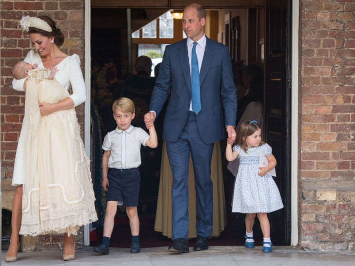 Фото №2 - История в фотографиях: какими были крестины принца Уильяма, и кто стал крестными родителями будущего короля