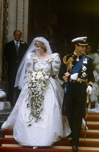 Фото №3 - Свадебная мода по-королевски: 5 знаменитых платьев