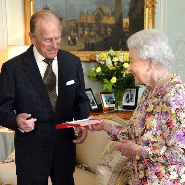 Как раньше выглядел муж Елизаветы герцог Эдинбургский, которому исполнилось 99 лет
