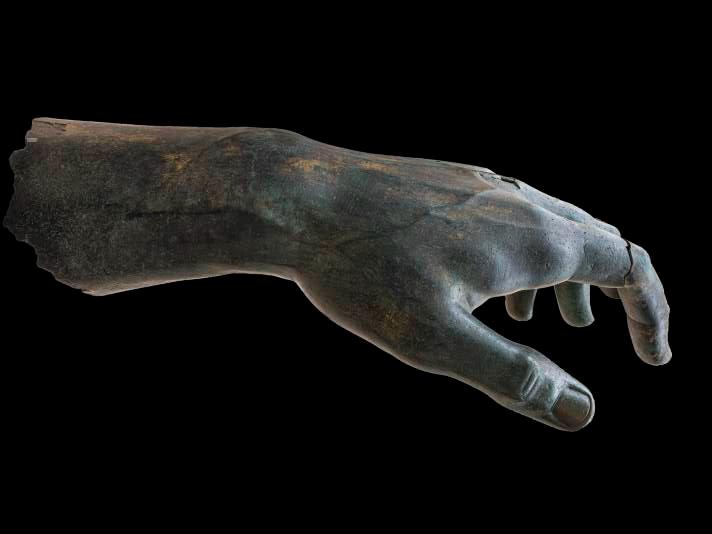 Фото №1 - Колосс Константина воссоединился со своим пальцем