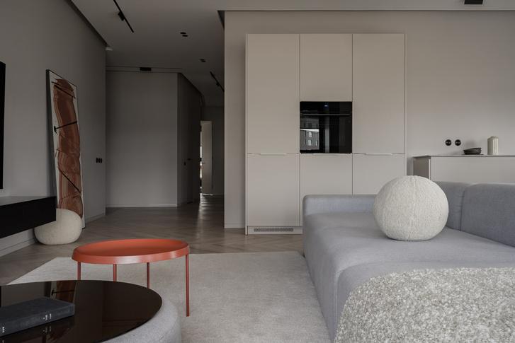 Фото №7 - Минималистская квартира в доме с радиусной планировкой