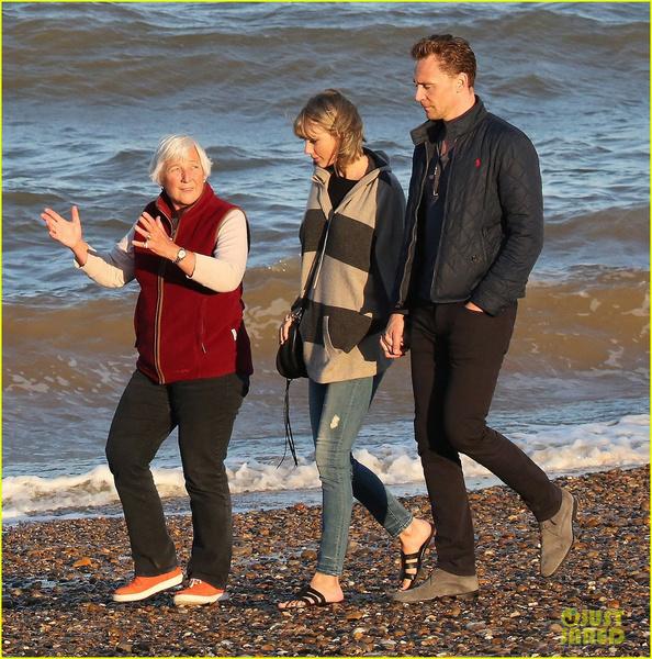Фото №2 - Том Хиддлстон познакомил Тейлор со своей мамой!