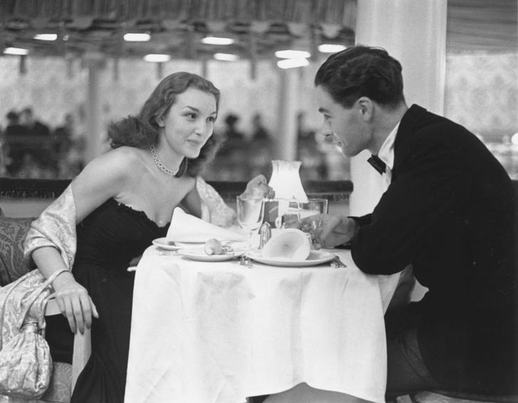 Фото №1 - 13 странных правил этикета знакомств из 1950-х годов