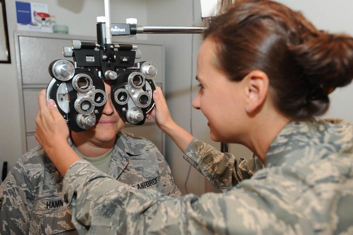 Фото №1 - Ученые изобрели контактные линзы с зумом