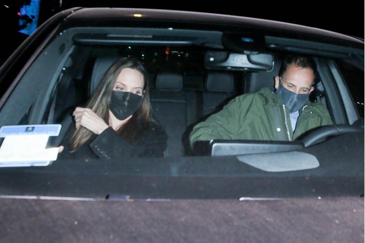 Фото №1 - Возрождение старых чувств: Джоли замечена на свидании с бывшим мужем