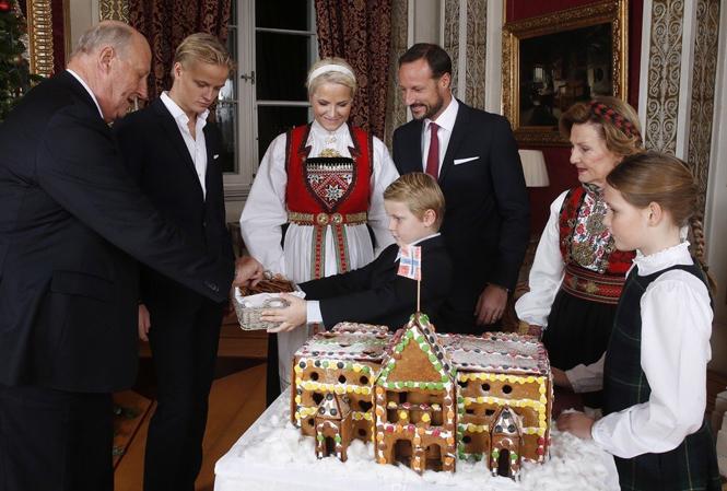 Фото №6 - Встречаем рождество по-королевски: 10 правил этикета за столом
