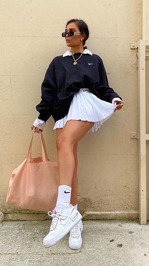 Фото №4 - Тренды 2021: модные юбки, к которым подойдут любые кроссовки