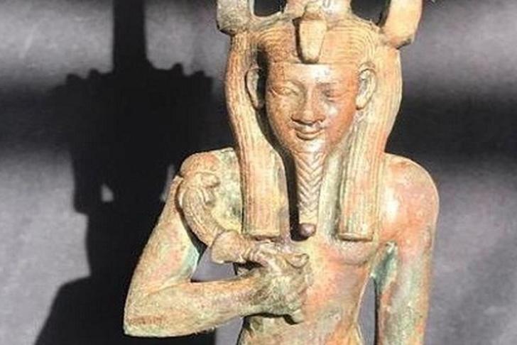 Фото №1 - В Египте найдена статуэтка бога Нефертума с полудрагоценными камнями