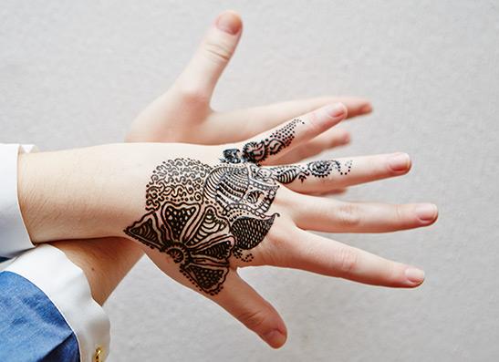 Фото №1 - Бьюти-тренды: временная татуировка хной