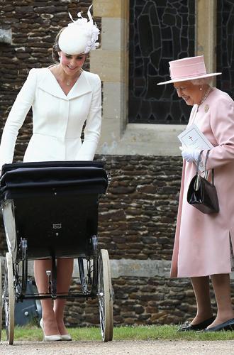 Фото №33 - Самые трогательные моменты крестин детей герцогов Кембриджских